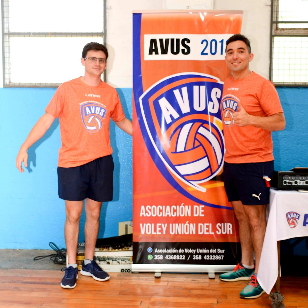 Julio Rivoira (derecha), presidente de AVUS junto al secretario de la entidad, Ronaldo Falcón (izquierda).