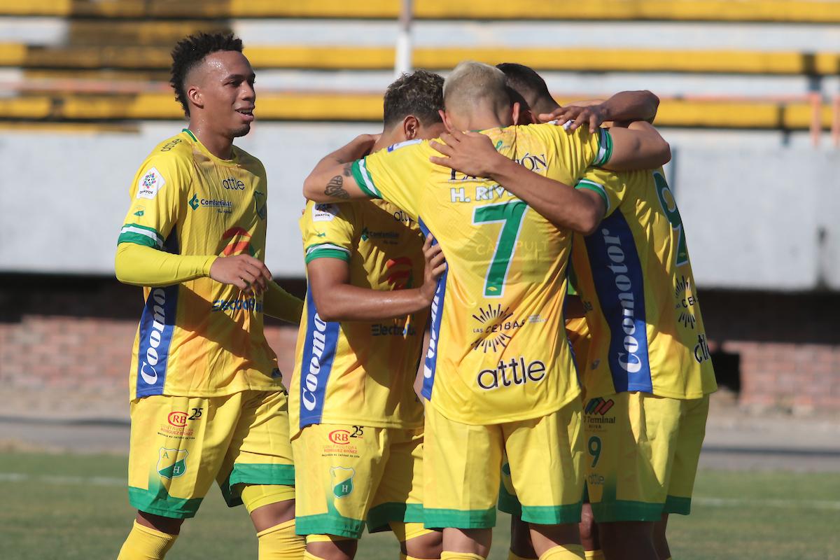 Flavio Robatto y su Atlético Huila volvieron con victoria en el fútbol colombiano.