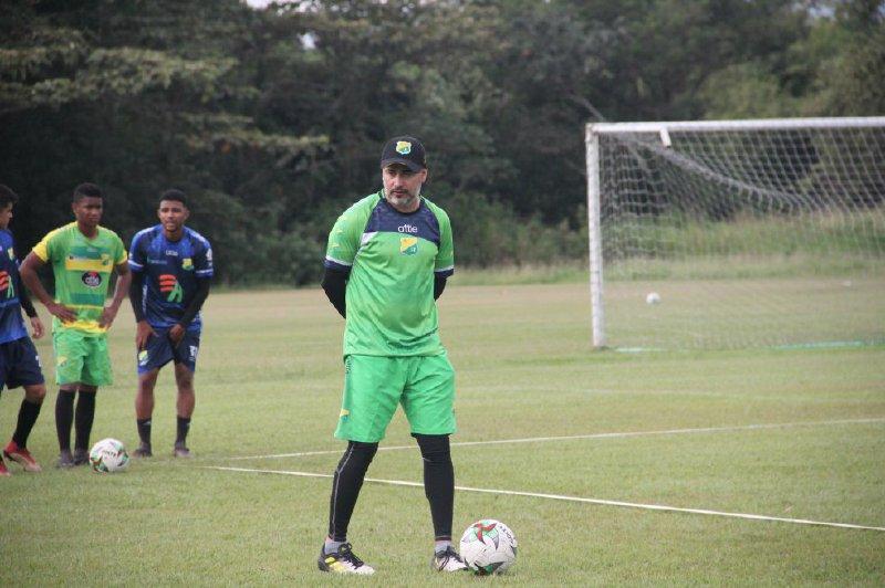Robatto dejó su cargo en Atlético Huila.