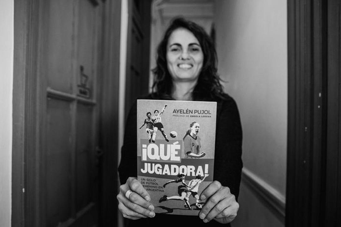 """""""Es un libro que tiene la intención de reparar más de un siglo de invisibilización de las mujeres, las lesbianas y las personas trans en el deporte más popular de nuestra región"""", lo definió Pujol."""