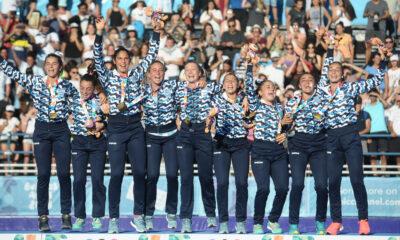 Las Leoncitas en lo más alto del podio.
