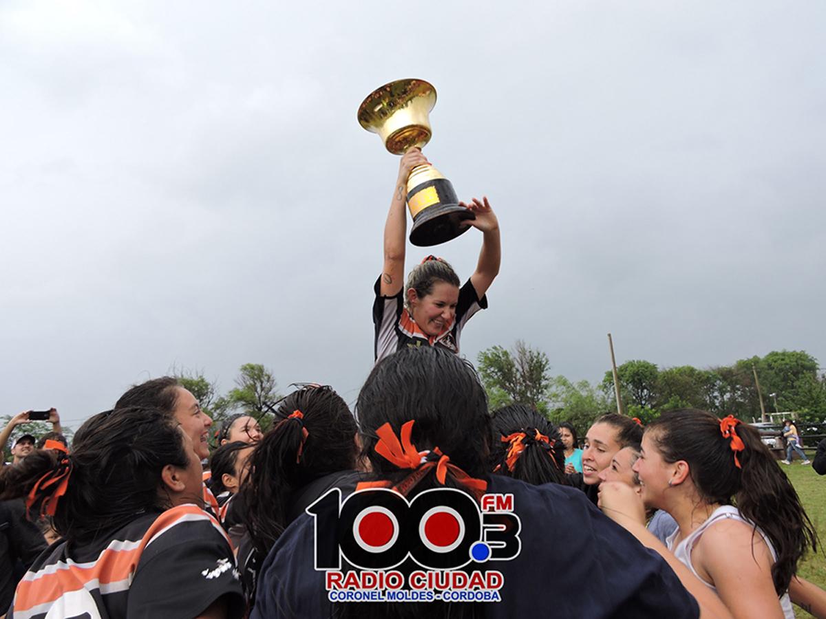 Como capitana, levantó el trofeo del del Torneo Femenino Nivel 2 de la Unión Cordobesa de Rugby durante 2019.