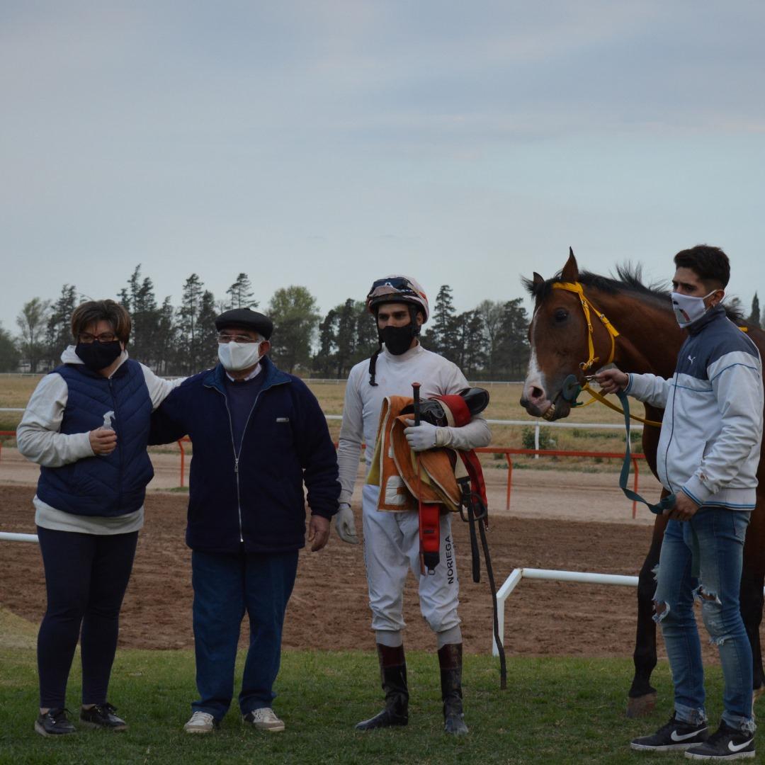 Durante el fin de semana, se corrieron varias carreras importantes en el Jockey Club.