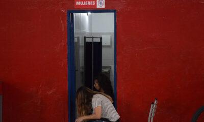 En el verano, la comunidad del club se encargó de pintar las paredes interiores. Ahora se remodelarán los vestuarios.