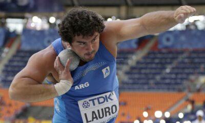 El argentino Germán Lauro compite en la final de lanzamiento de bala en el Mundial de atletismo el viernes 16 de agosto de 2013 en Moscú. (AP Foto/David J. Phillip)