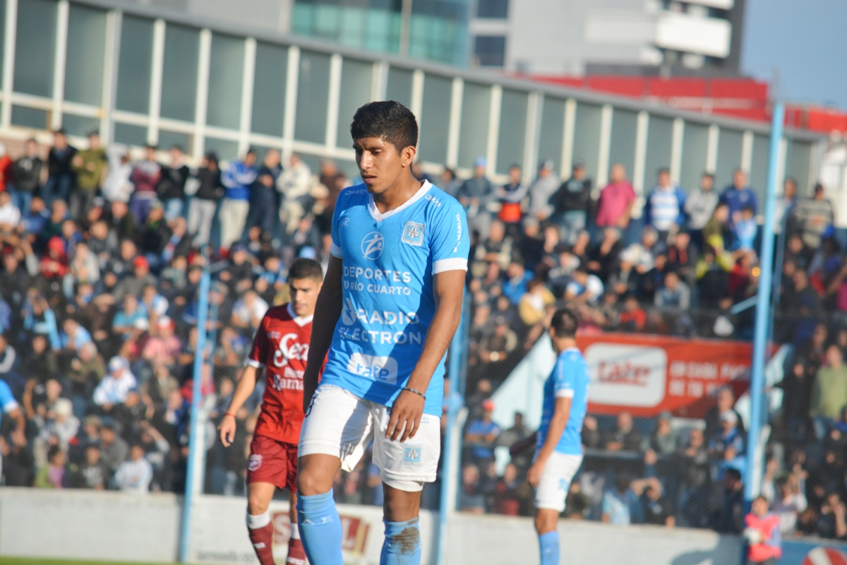 Comba vuelve a Estudiantes para jugar en Primera Nacional.