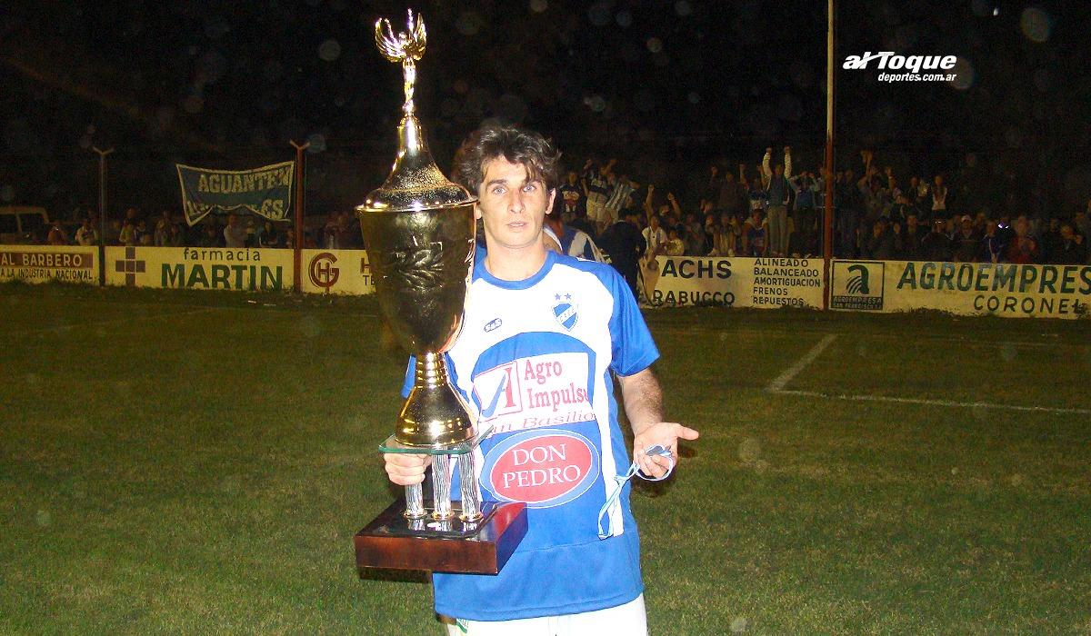 Iván Testa asumió como DT de Atlético San Basilio. Lo hace acompañado de Alejandro Larrea.