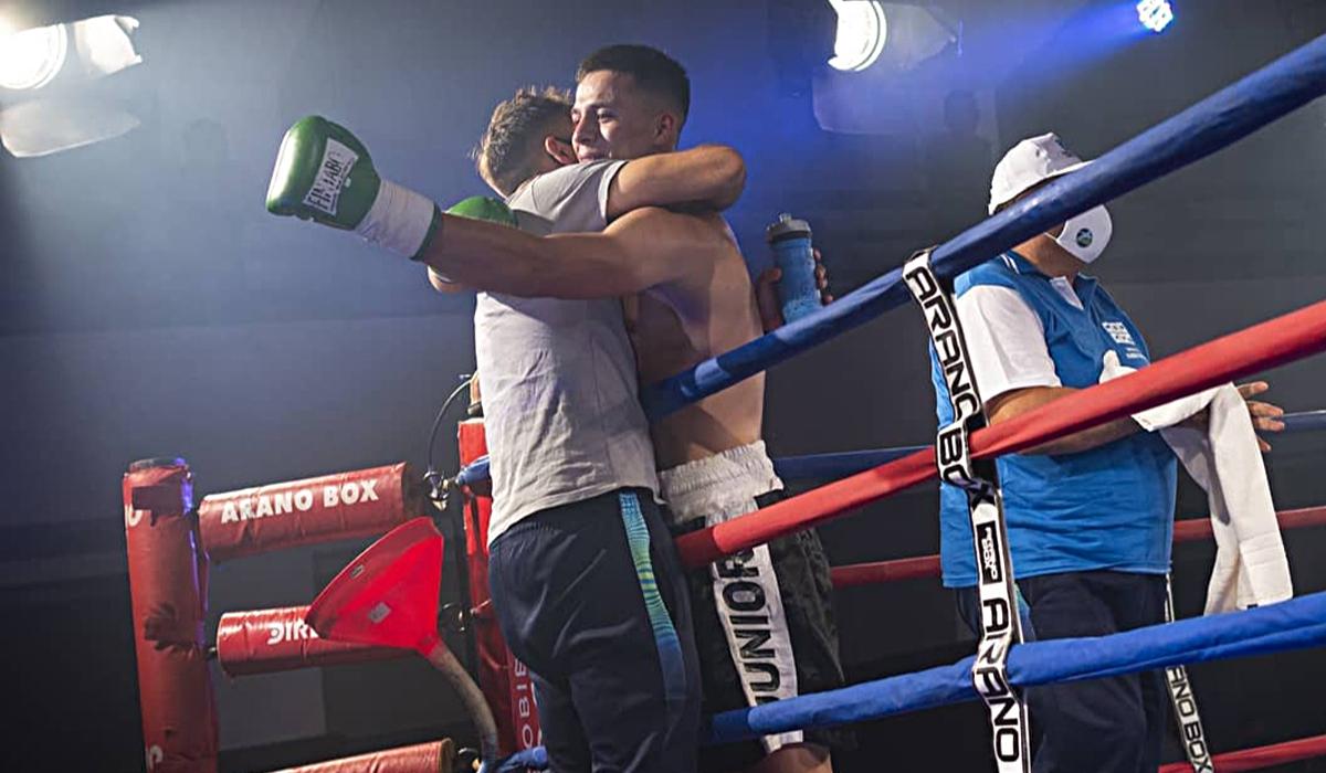El campeón sudamericano derrotó por nocaut técnico en el segundo round a su rival en su regreso al ring.