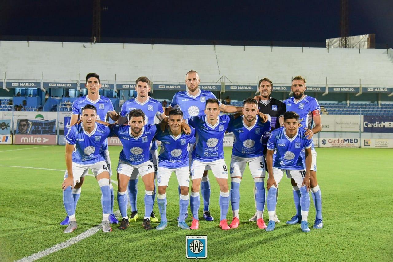 Estudiantes ganó un partido clave ante Ferro y su sueño de ascenso sigue en marcha.