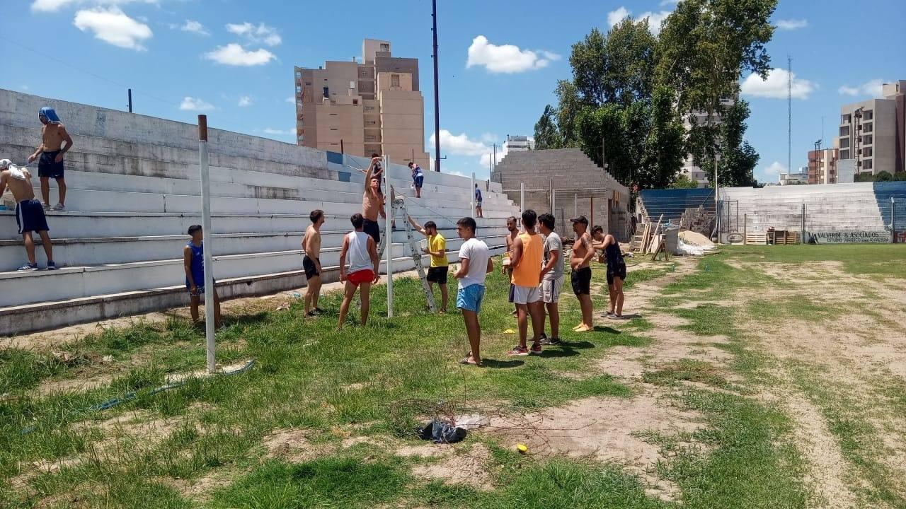 """Fin de semana de arduo trabajo en el estadio """"9 de Julio"""" de Sportivo y Biblioteca Atenas."""