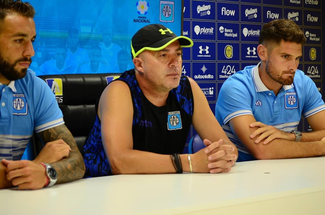 La conferencia de prensa vía Zoom que llevó adelante Estudiantes este jueves en Rosario.
