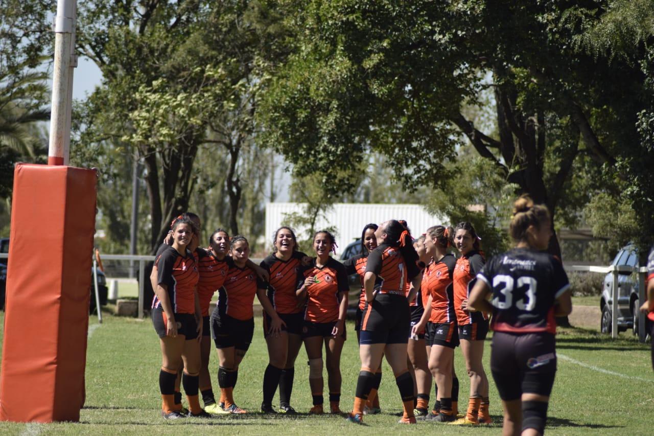 El equipo femenino de rugby del Jockey Club regresó a los entrenamientos.