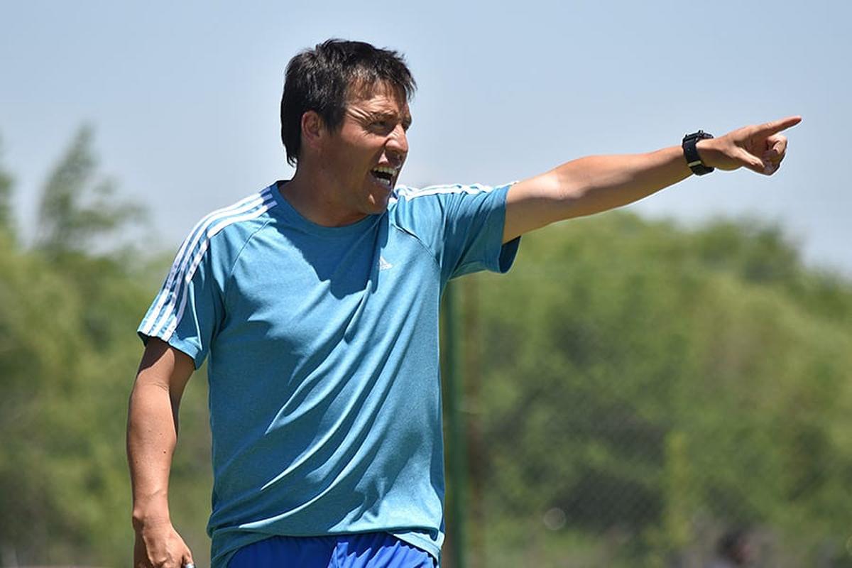"""""""Tomamos una decisión unánime entre los dirigentes y el cuerpo técnico de apostar por los jugadores del pueblo""""."""