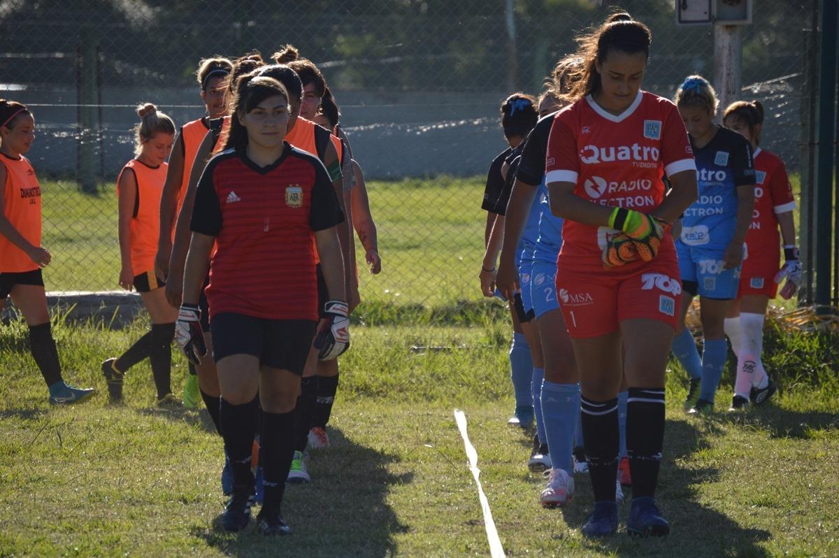 En el encuentro de la primera división, las dirigidas por Delfina Leal ganaron por 3 a 0.