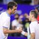 Saludo final entre Ramos y Schwartzman luego de la victoria del español.