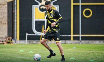 Federico Pereyra oficializó su continuidad en Coquimbo Unido y jugará la próxima temporada en el ascenso del fútbol trasandino.