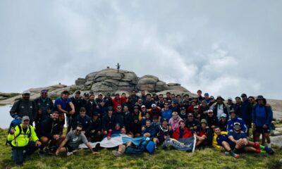 El plantel de rugby de Uru Cure escaló el Cerro Champaquí.