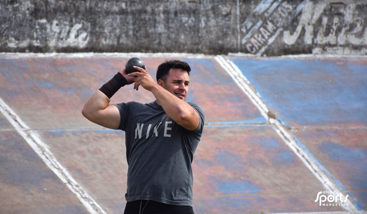 El lanzador de bala se prepara para buscar la clasificación a los Juegos Olímpicos.