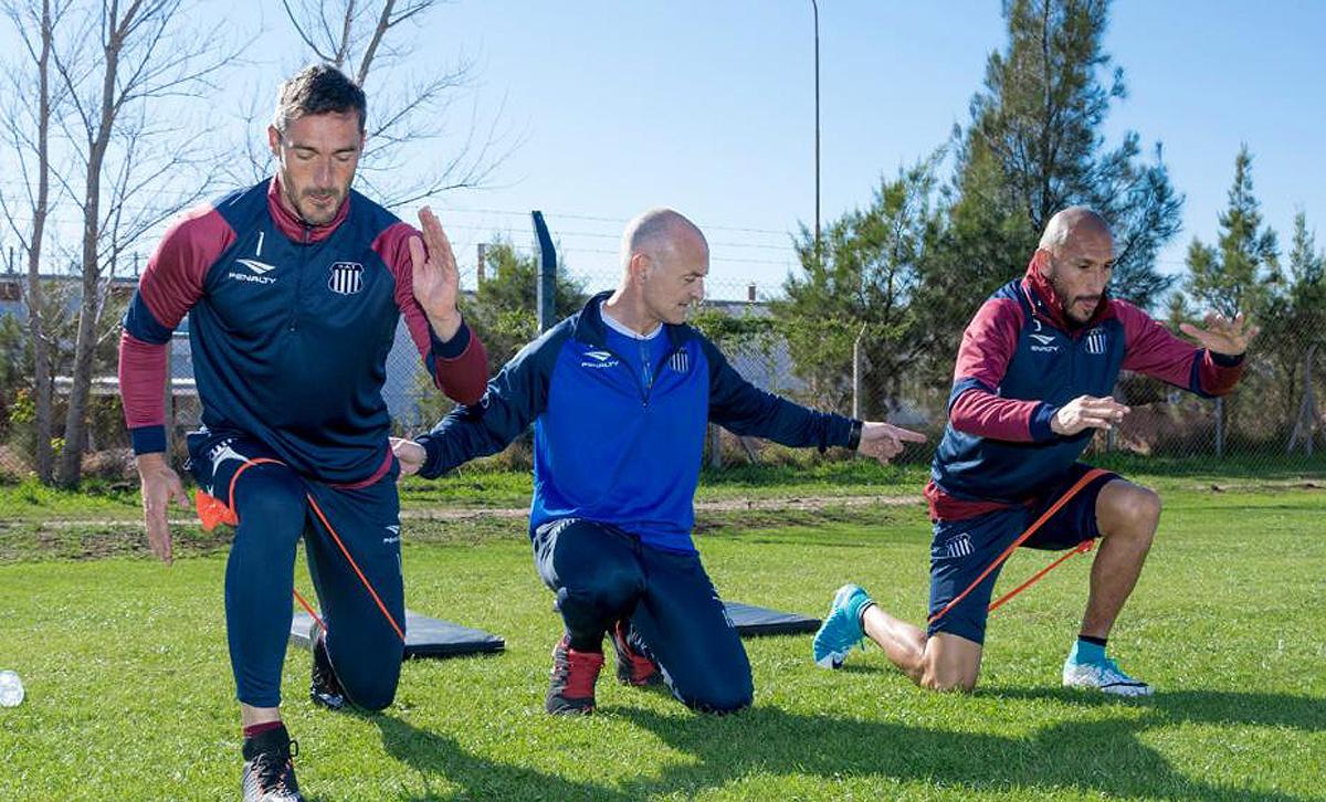 Di Santo fue uno de los capacitadores en el Barcelona de Messi y hasta hace poco hizo las veces de consultor en el Atlético Madrid de Simeone. Actualmente es asesor del preparador físico de Talleres de Córdoba.
