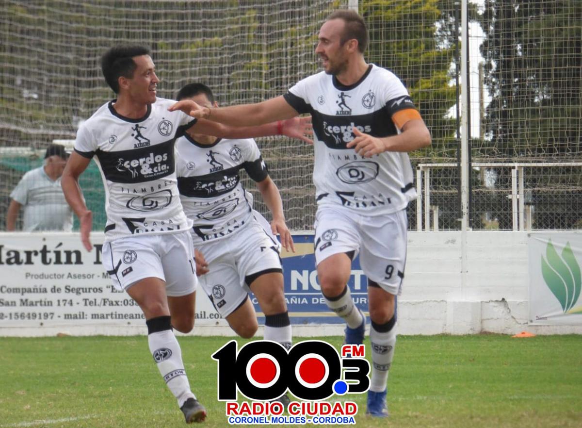El capitán, José Rimondetti, marcó los dos goles para la importante victoria de su equipo.