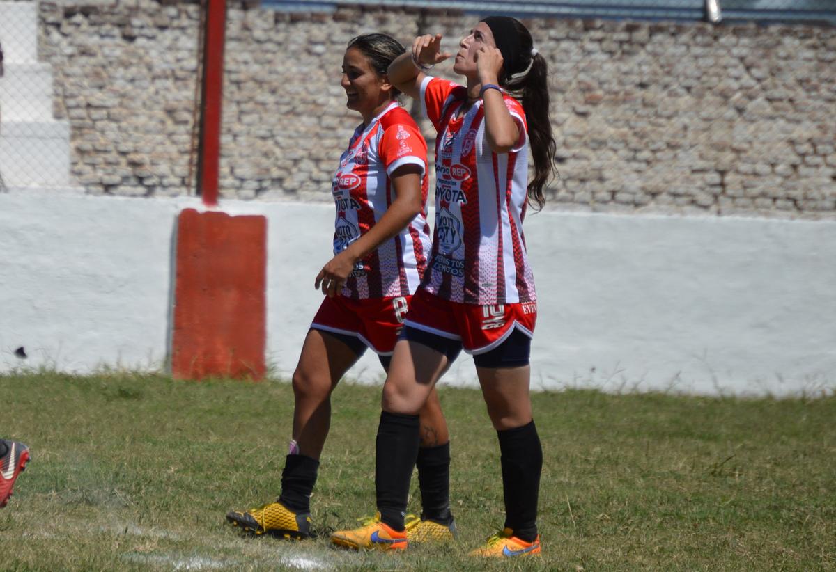 Con 12 goles, Verón se posiciona como la máxima artillera de su equipo, y la asegunda más goleadora del torneo.