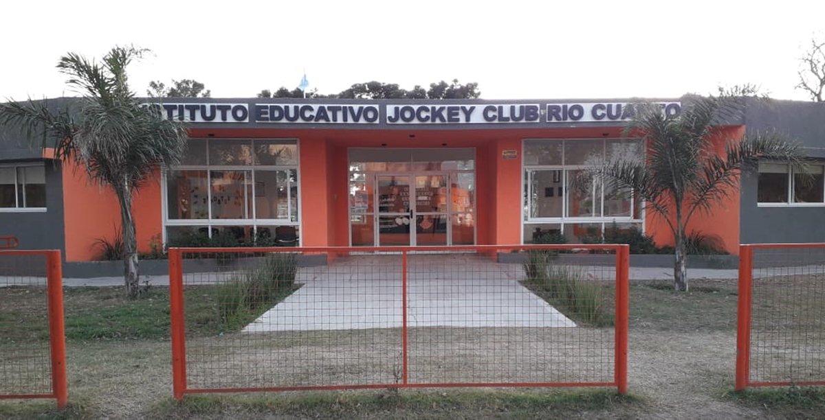 Jockey Club Río Cuarto oficializó un importante convenio con el Instituto Universitario River Plate.
