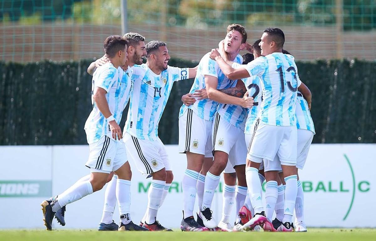 Gaich y Colombatto festejan uno de los goles de Argentina en la última gira por Marbella.