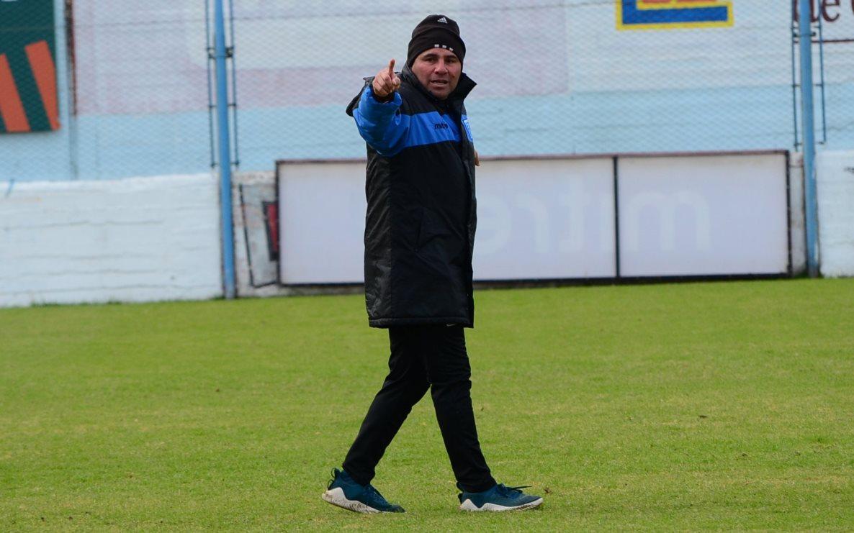 Estudiantes se mide desde las 15 ante Deportivo Riestra por la decimocuarta fecha de Primera Nacional.