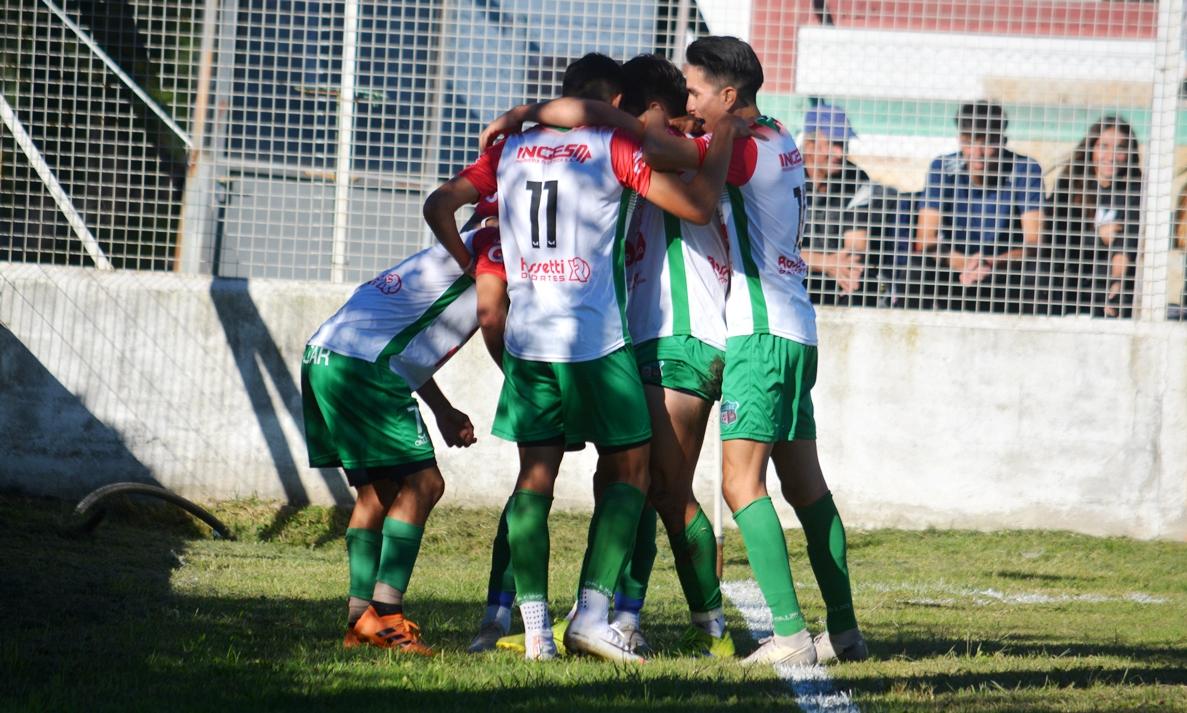Juventud Unida de Río Cuarto era el líder del Apertura con 20 unidades.