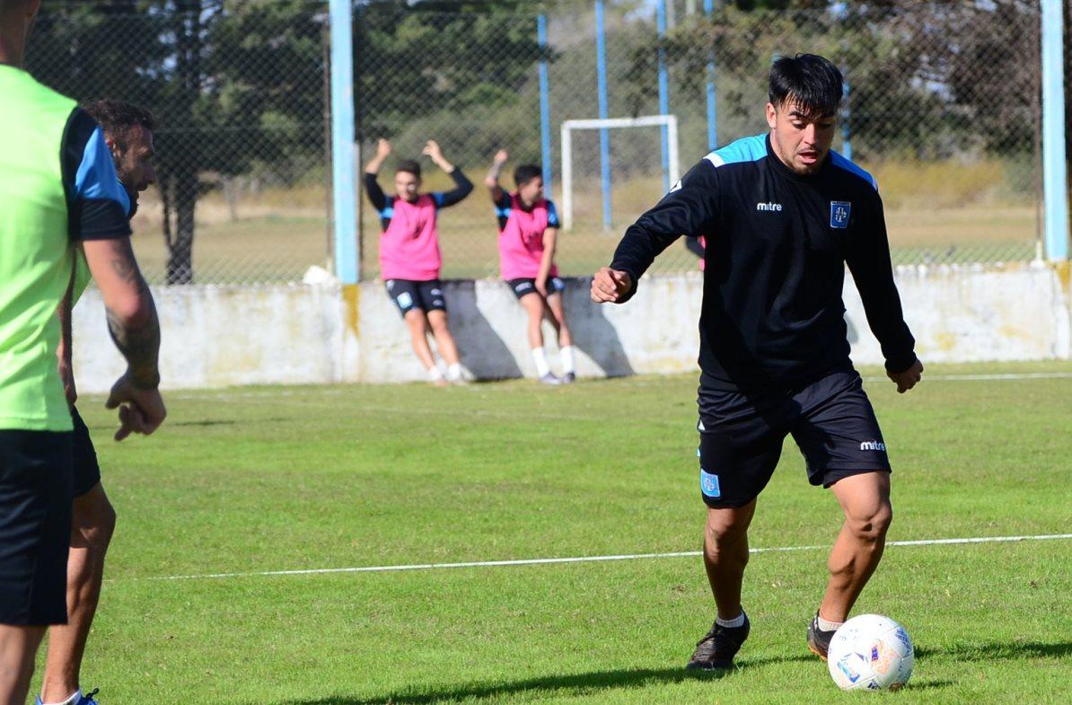 El defensor de Estudiantes se refirió al traspié sufrido en Tucumán ante San Martín y también anticipó lo que será el duelo del próximo martes ante Belgrano.