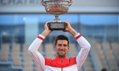 Djokovic levanta el trofeo de Roland Garros por segunda vez en su vida.
