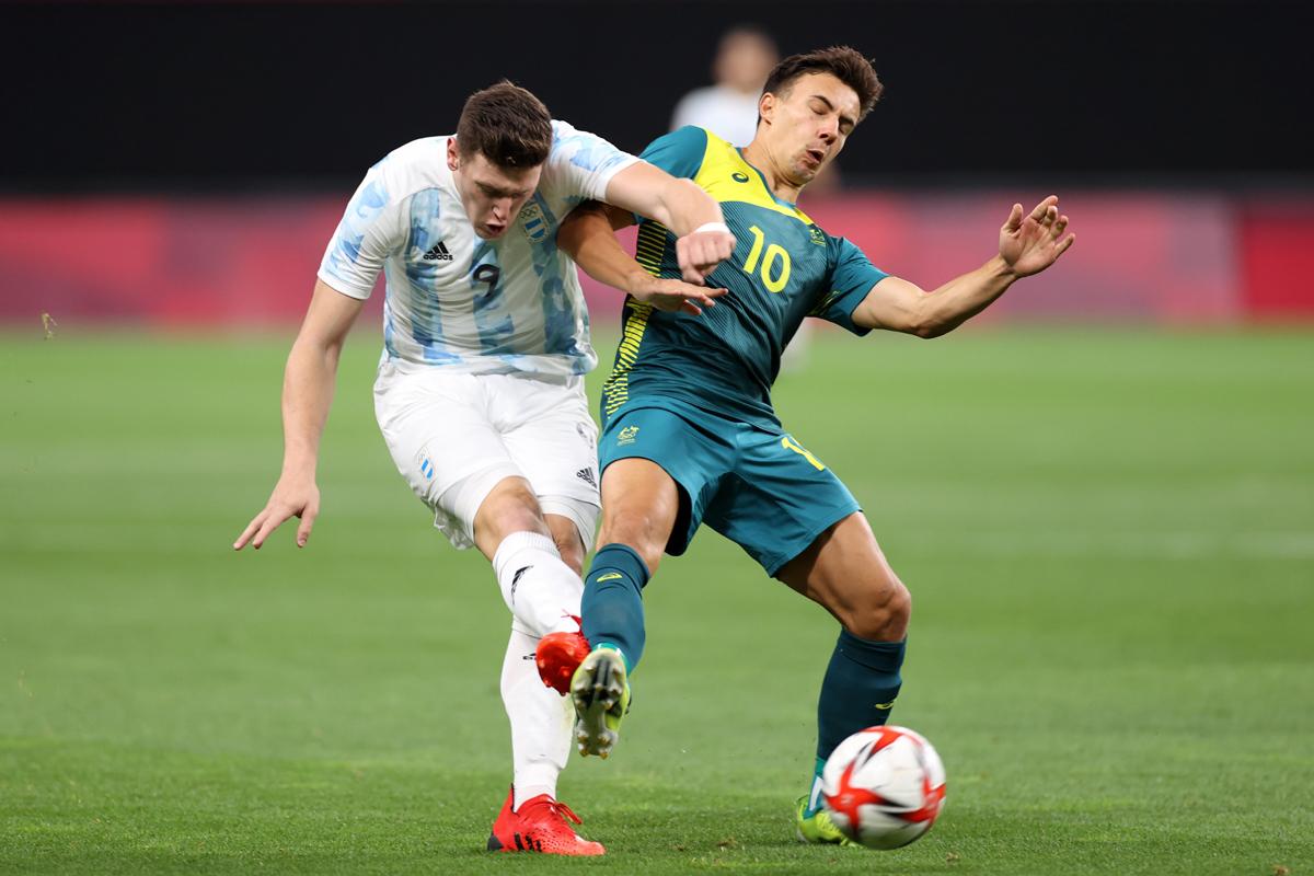 Gaich intenta un remate ante Australia.
