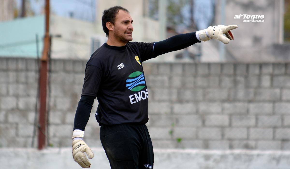 Almirón, experimentado arquero de Rosario F.C., sostuvo que aún no piensa en retirarse.