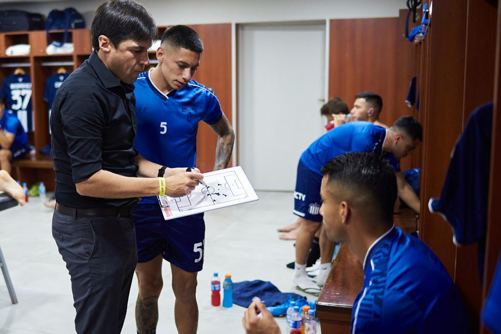 """El entrenador uruguayo que conduce los destinos futbolísticos del elenco capitalino podría dar un paso al costado tras el cruce con el """"león"""" por los octavos de final de Copa Argentina."""