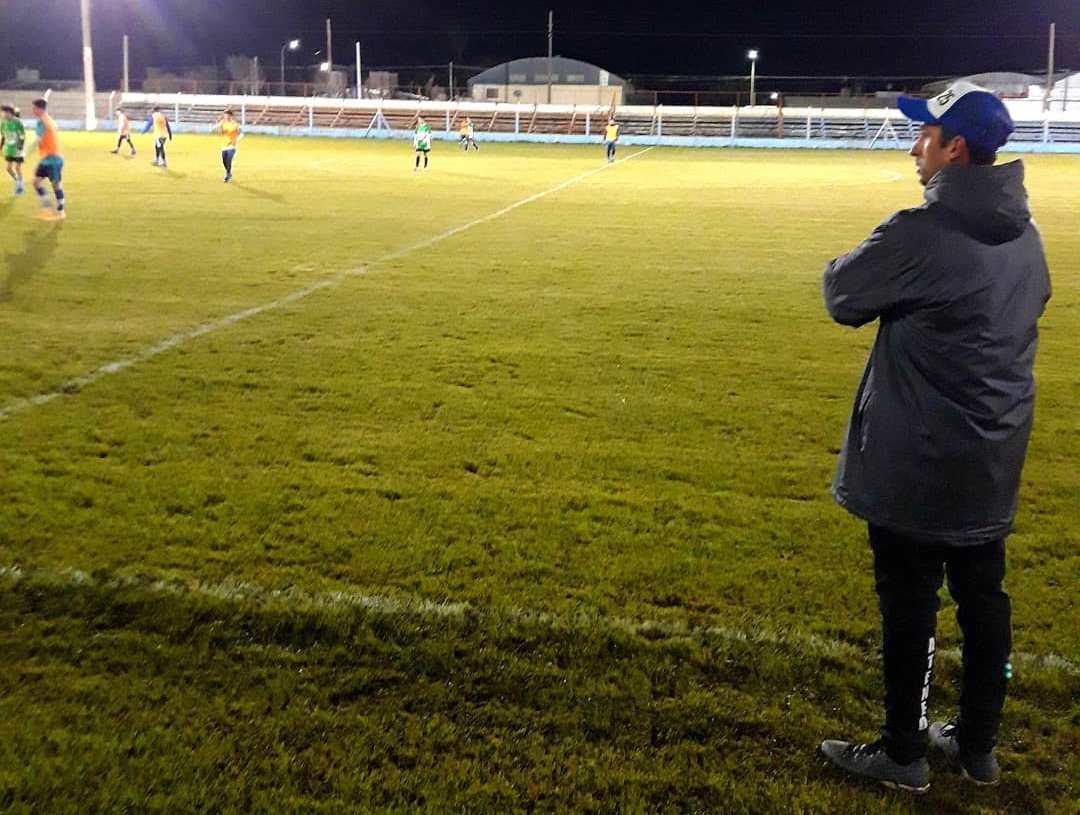 Jueves por la noche de fútbol en General Cabrera, donde Ateneo Vecinos venció en un amistoso a Santa Paula de Carnerillo.