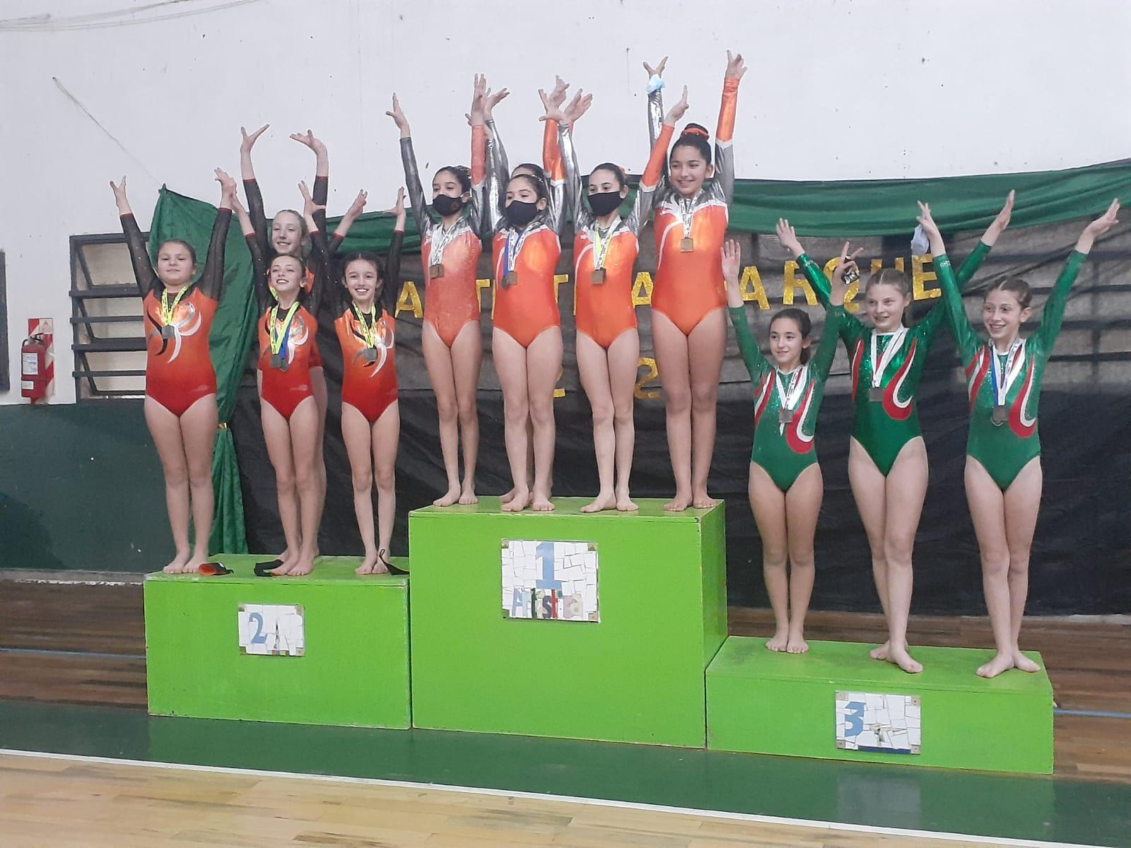 Las carlotenses Geraldine Massari, Malena Staub y Noelia Reynaudo se consagraron campeonas provinciales.