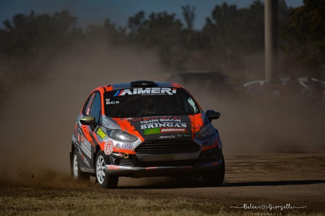 los hermanos riocuartenses Francisco y Martín Herrera, líderes del Grupo RC 5, con Ford Fiesta, también van en busca de mantener, y en lo posible estirar ventajas.