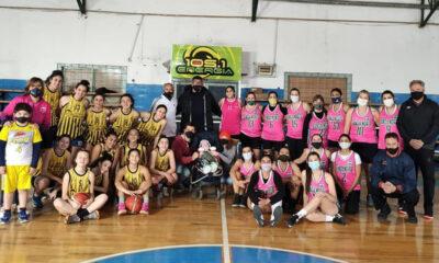 """""""Lolo"""" junto a mamá y papá, y los equipos de Banda Norte y San Luis que se sumaron al evento solidario."""