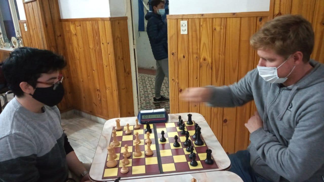 Se desarrolla el torneo para aficionados organizado por Ajedrez UNRC.