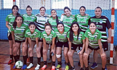 El equipo femenino de futsal UNRC de 2019.