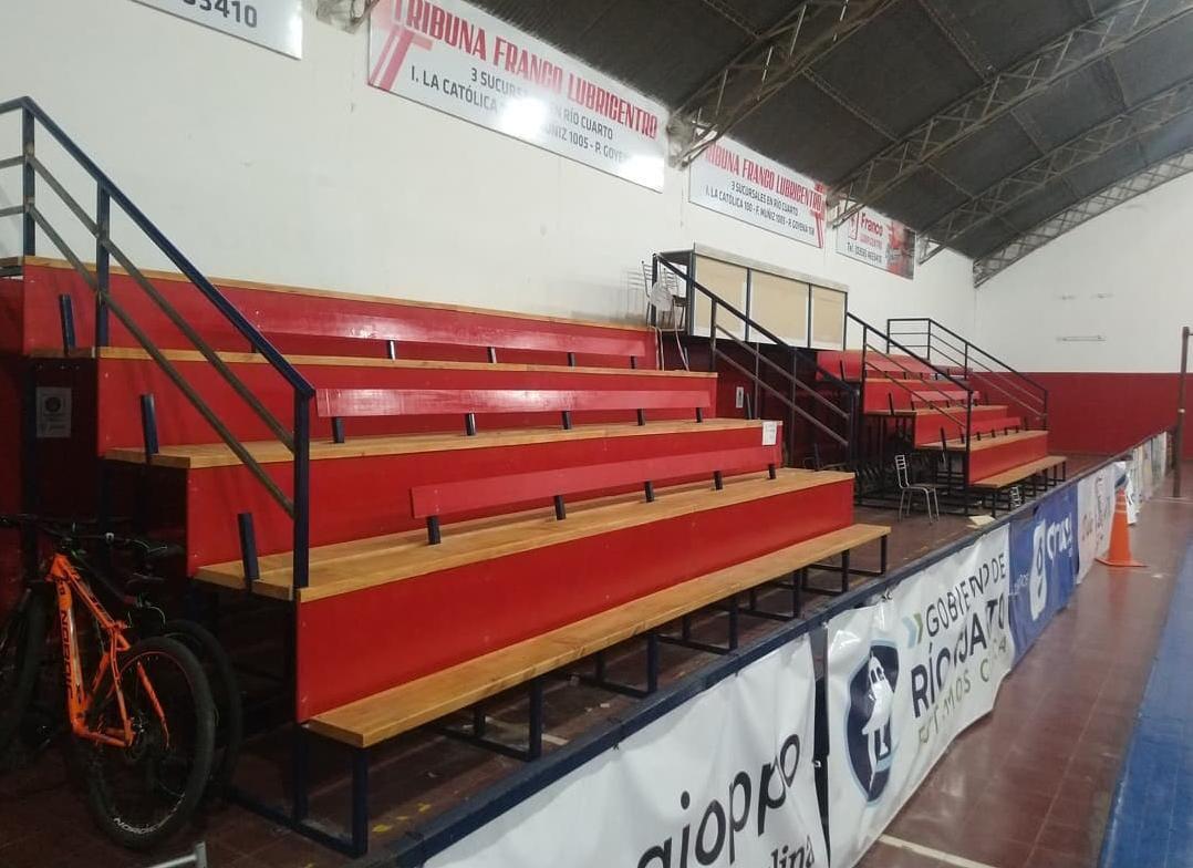 Las flamantes tribunas del Club Gorriones.