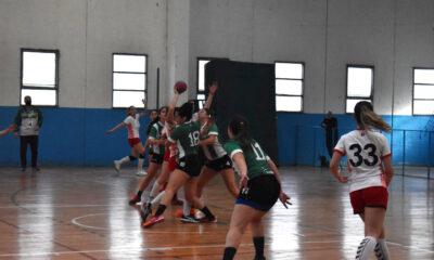 El handball femenino de UNRC comenzó el torneo provincial.