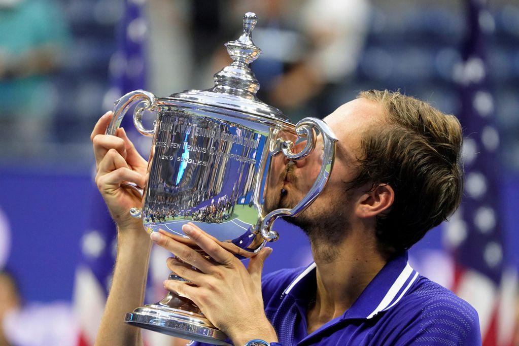 Medvedev en la consagración tras destronar a Djokovic.