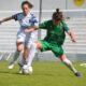 Tosco y José disputan una pelota durante el partido.