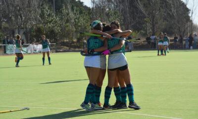 """Los abrazos a Lenardon tras el primer gol del """"verde""""."""