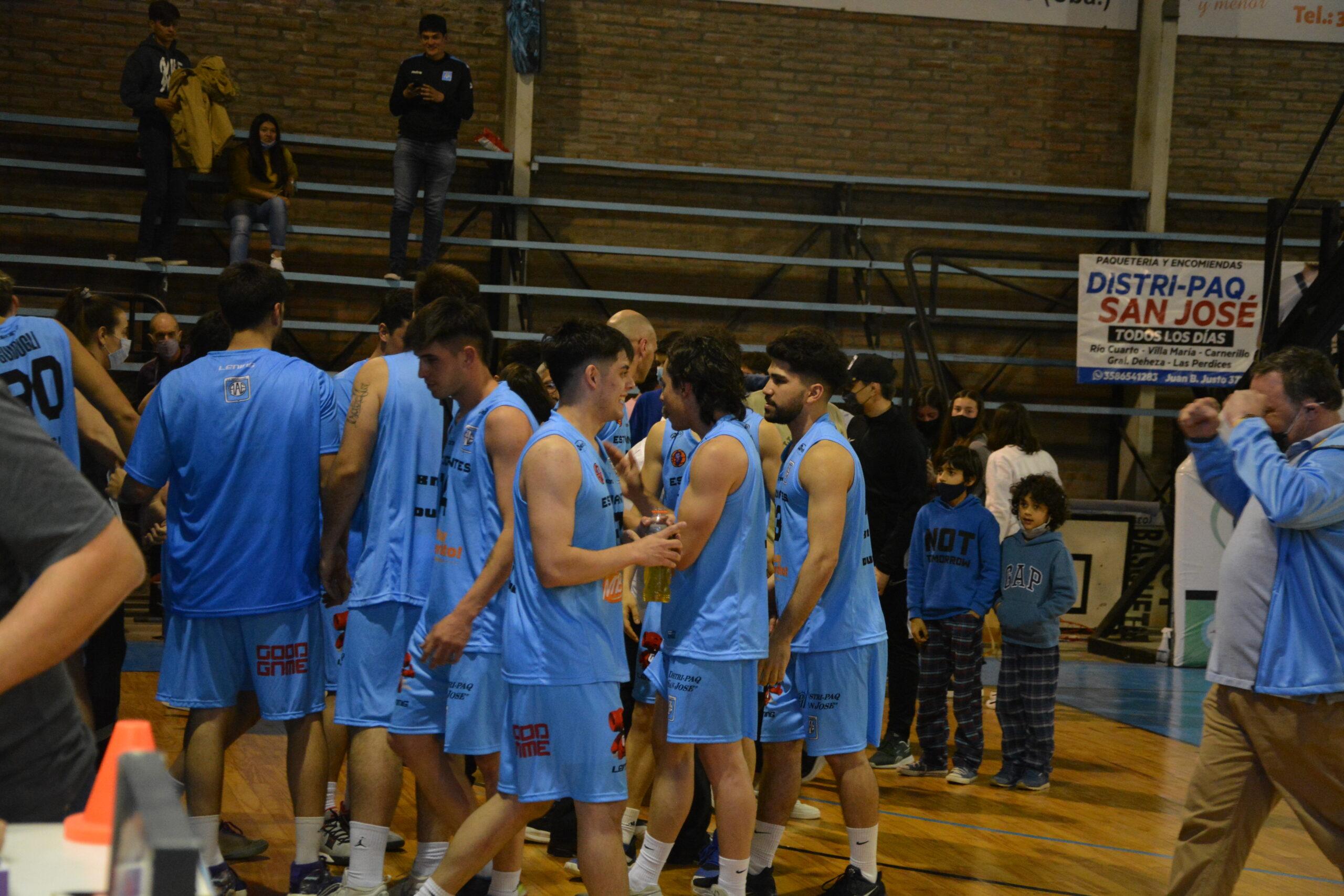 Estudiantes festeja su victoria ante Chañares.
