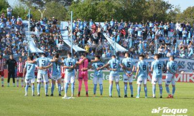 Luego de un año y siete meses de ausencia, el simpatizante de Estudiantes pudo ver al equipo en cancha.