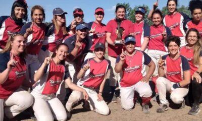 El equipo femenino de sóftbol de la Universidad, campeón en Mendoza.