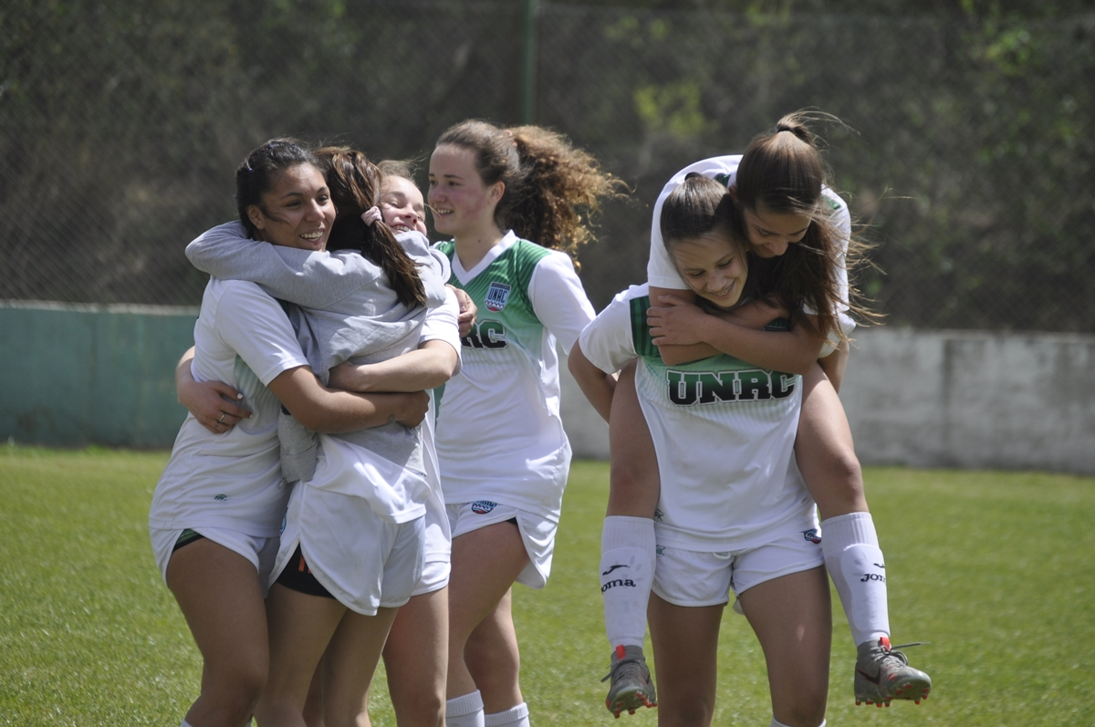 Con triunfos ante Estudiantes y Banda Norte, Universidad se quedó con el triangular de la LRFRC y avanza en el certamen como representante de toda la provincia.